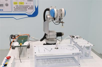 苗疆机器人实验室